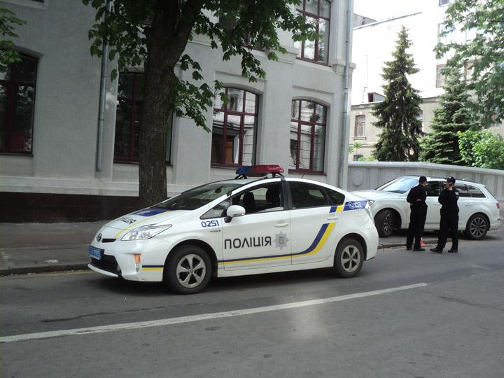 Каким украинским ведомствам необходимо уступать дорогу
