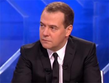 Д.Медведев разрешил принимать подарки чиновникам стоимостью до 3000 рублей