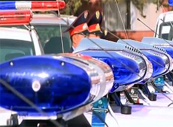 Можно ли обгонять автомобили патрульных полицейских с включенными проблесковыми маячками?