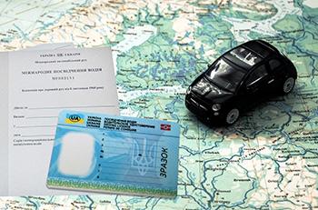 Сервисные центры МВД Украины начали выдавать Международные водительские удостоверения