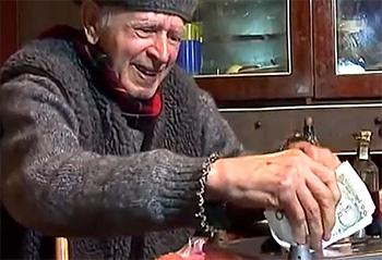 Когда украинцам повысят пенсии и отменят их налогоблажение